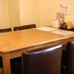 山鶏 - テーブル席1