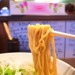 麺屋一耕 - 麺は中太のストレート麺