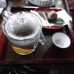 17507271 - 蓮茶 栗きんとん付き