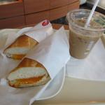 ドトールコーヒーショップ - ツナチェダーチーズ、アイスカフェラテ