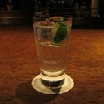 Bar Palme dor - 「ジントニック」です。