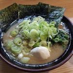 紫蔵 - ラーメン(並)味玉 葱増し 計800円
