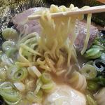 紫蔵 - ラーメン 麺リフト