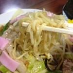 銀座食堂 - 硬めの太麺です。