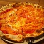 17515866 - サーモンと半熟卵のピッツァ