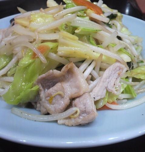 元祖ニュータンタンメン本舗 東神奈川店 - ここの肉野菜は食べれば分る美味しさです。私はここに少しお酢とラー油を掛ける事にしてるんです。何故??美味しいんです(^^♪