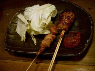 鶏日和 - 焼き鳥は、こんな感じで、1本ずつ。普通のは全て1本が100円。