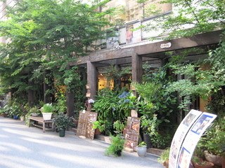 Cafeゆう 梅田店 - DDハウス奥の隣のパチンコ屋の隣です