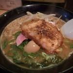兆 - 鶏白濁らーめん(醤油味) 680円