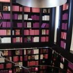 17520932 - 隠し本棚の先には化粧室