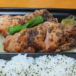 日本の御馳走 えん - 鶏の皮は香ばしくなかなか。