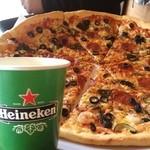 ピンクシャーク - 焼きたて!3600円ホールピッツアめっちゃ大きい!NYCを思い出すクリスピーpizzaでした♪