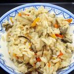 てぬきうどん まるしん - ランチの炊込みご飯