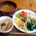 GAIA 食堂 - 日替わり玄米ランチプレート(1000円)