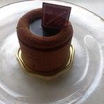 17530663 - 絶品☆ ショコラが濃厚なケーキ