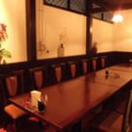 瑠璃の間 - 最大20様までご利用可能。2名様より各種個室完備。全席椅子のタイプのお席です。
