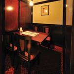 瑠璃の間 - 趣のある個室で接待や親しい方とのお食事に。