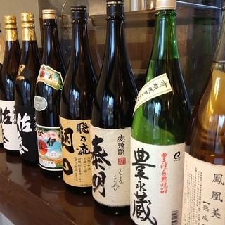 厳選した日本酒は料理にぴったり。おいしいお酒揃っています。