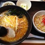 らーめんみずきの - 料理写真:ネギ味噌ラーメン 半チャーハン