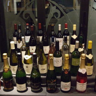 旨安ワイン常時約40種!全て¥2860(税込)