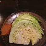 武蔵野トサカ食堂 - 生キャベツ頼んだら、こんなに来た…