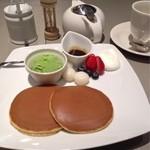文明堂カフェ - デザートセットのパンケーキ(白玉&黒蜜)とドリンク