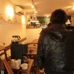 ワイン食堂 がっと - 店内は若干狭めです