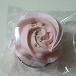 パティスリー ラ ファミーユ - ムラング 桜