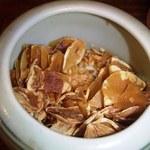 楓々亭 - テーブルの調味料(にんにくチップ)