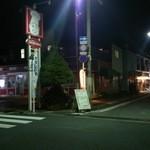 居酒屋「桜」 - ココの通りが目印。(グランパ(おじさんの看板))が特徴。