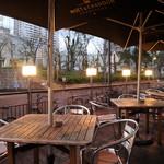 DBL CAFE DINER - 平日の昼下がりは、ペット同伴OKのテラス席が人気