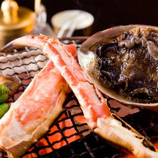 鮑やタラバなどの贅沢な食材をこころゆくまで楽しめます