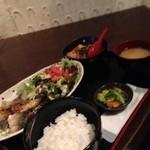 DEIGO - 鯖の竜田揚げと肉豆腐のランチ