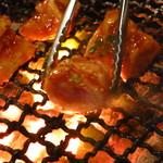 焼肉ざんまい - シロコロホルモン600円 焼いて焼いて焼きまくる!