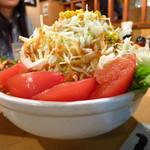 焼肉ざんまい - ざんまい半サラダ250円 これでハーフサイズ!!(驚)