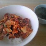 呑喰里 - 豚キムチどんぶりとわかめスープ
