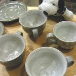 シーフィールド - ちびつぬ「どのカップにしようかしら・・・」うわぉ~!!ちびつぬが、いつの間にかお店の人に、カップをいっぱい出してもらってるよ~
