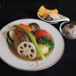 リナジェムス - 玉ねぎを丸ごと使った秋バージョンのポトフです。一つ一つのお野菜の味ををたっぷりとお楽しみください。