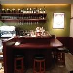 肉ビストロ&クラフトビール ランプラント - お一人でも利用しやすいカウンター席(ミドルチェア)