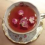 リナジェムス - 甘いイチゴの香りと上品なバラの香りが魅惑的なストロベリーローズティーです。