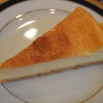 リナジェムス - フランス産の濃厚なチーズを使ったケーキです