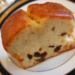 リナジェムス - パウンドケーキ。ドライフルーツやナッツ、発酵バターを混ぜこんだしっとりとしたケーキ