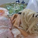 山小屋 - 九州ラーメンの極細麺。