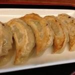 shanshannihombashiyakigyouza - 看板商品の焼き餃子です。