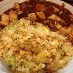 shanshannihombashiyakigyouza - ボリューム感満点の麻婆炒飯。