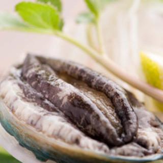 新鮮な海の幸、山の幸を使ったお料理を御楽しみ下さい。