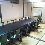 京料理 萬長 - 椅子、テーブルの個室です。