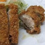 17558373 - とんかつゎジューシーで柔らか♬肉厚の豚肉がうれしぃね☆彡