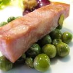 オステリア チロ - グリーンピースとモルタデッラ(mortadella)のステーキ