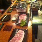 超レトロ焼肉桜坂 - 石垣牛サーロインステーキ。